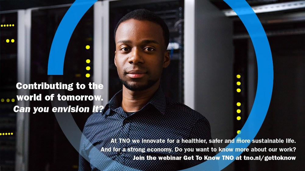 A young man looks into the camera and invites you to sign up vfor the webinar Get to Know TNO.